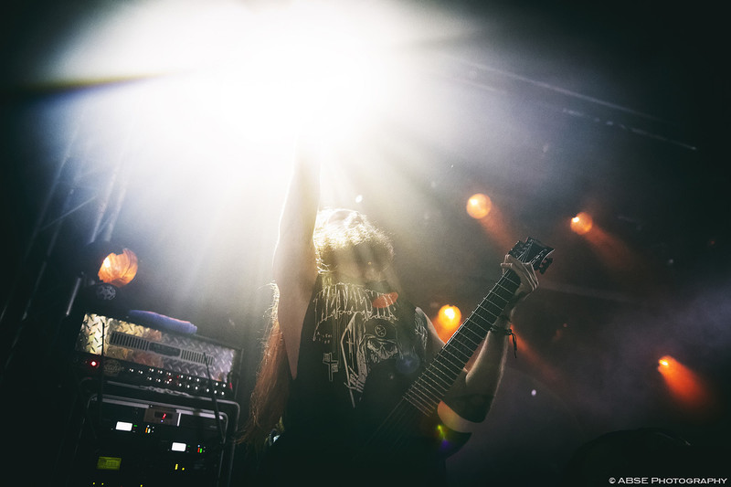 IMAGE: http://absephotography.com/wp-content/uploads/2014/07/Suicide_Silence_20140626-214058-5D3-0261-800x533.jpg